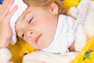 Повышение температуры - один из симптомов фарингита