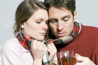 Мужчина и женщина болеют ангиной