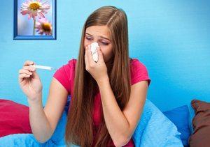 У женщины простуда