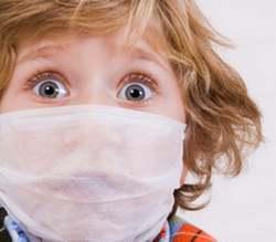 Ребенок в гигиенической маске