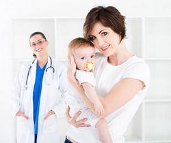 Мама, ребенок и врач