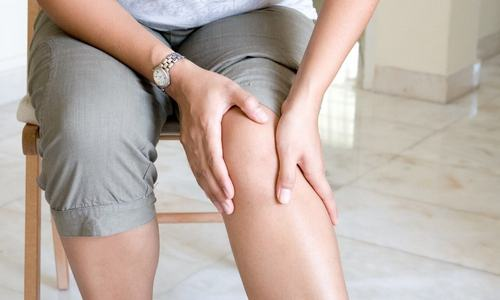 У мужчины болят ноги