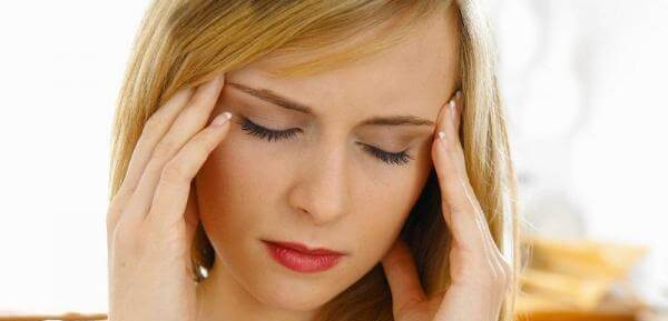 У женщины головные боль