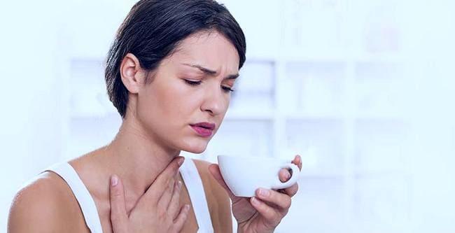 Теплое питье при боли в горле